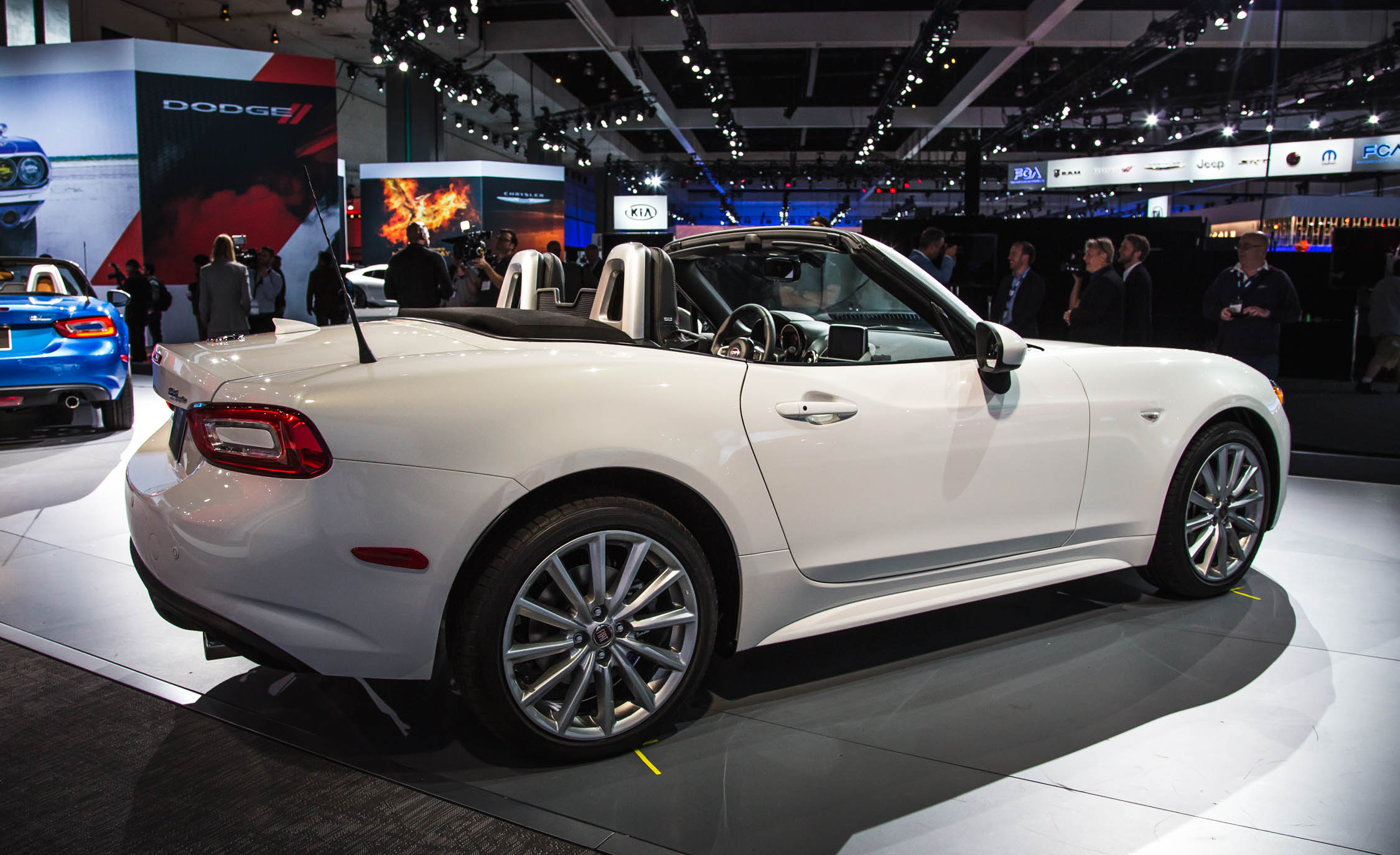 the summer joy from 2017 fiat 124 spider coming to fiat dealerships next summer 6565 cars. Black Bedroom Furniture Sets. Home Design Ideas