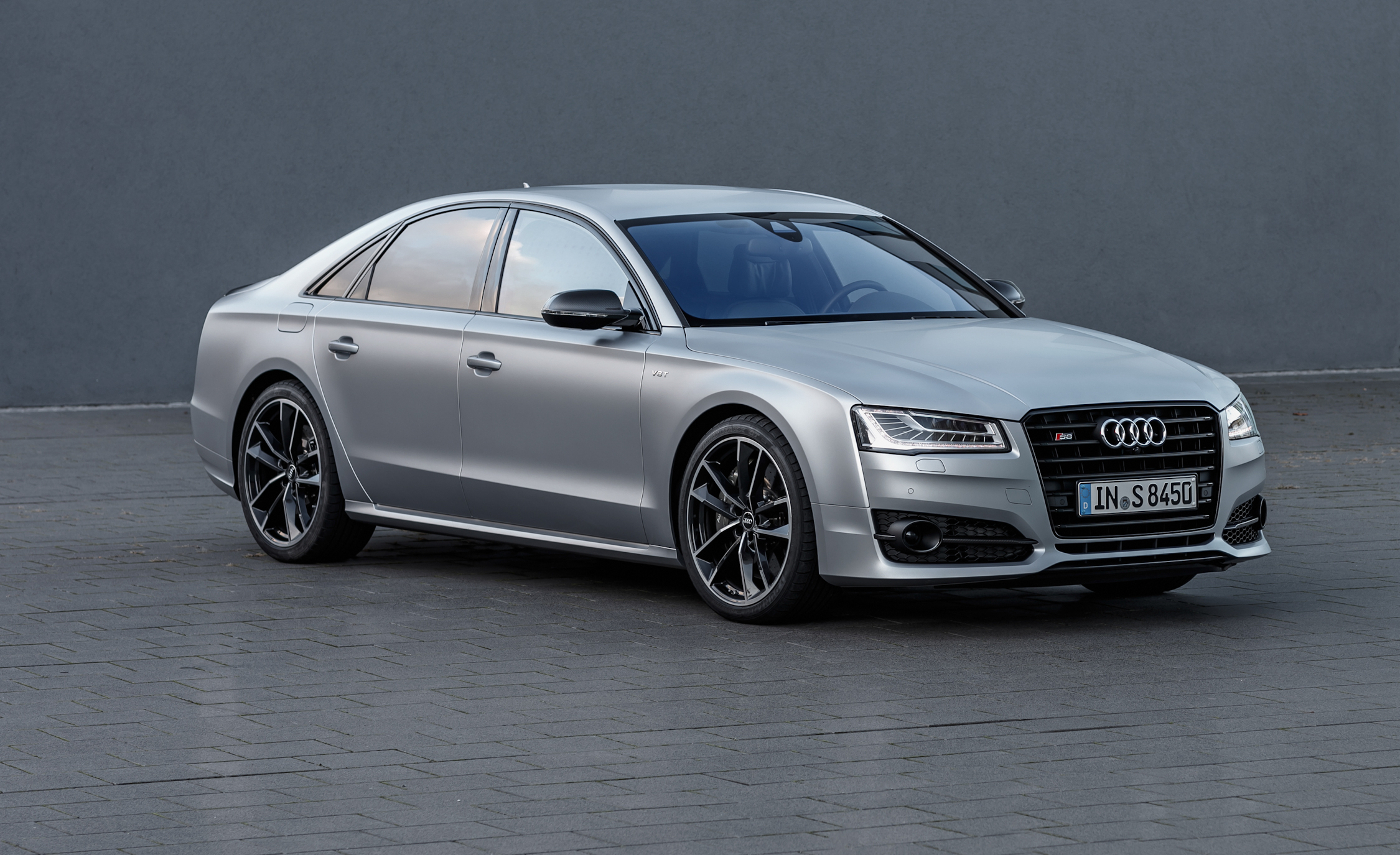 2016 Audi S8 Plus Exterior Front and Side