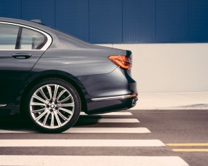 2016 BMW 750i xDrive Exterior Rear Body Side View