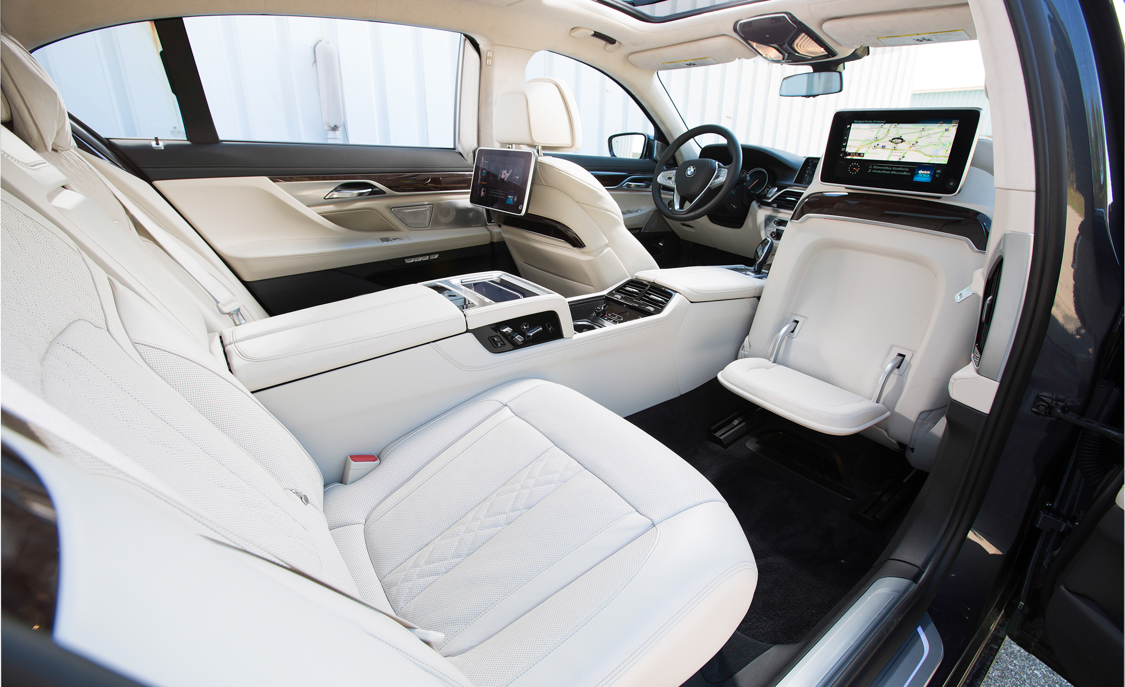 2016 BMW 750i xDrive Interior Rear Seats