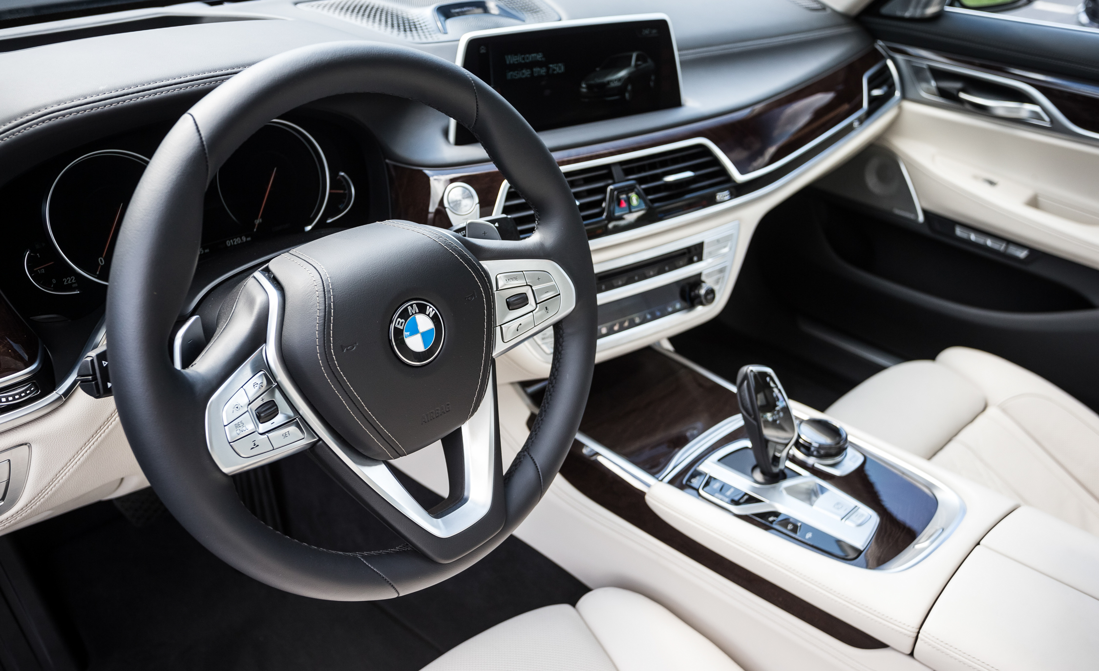 2016 BMW 750i xDrive Interior Steering