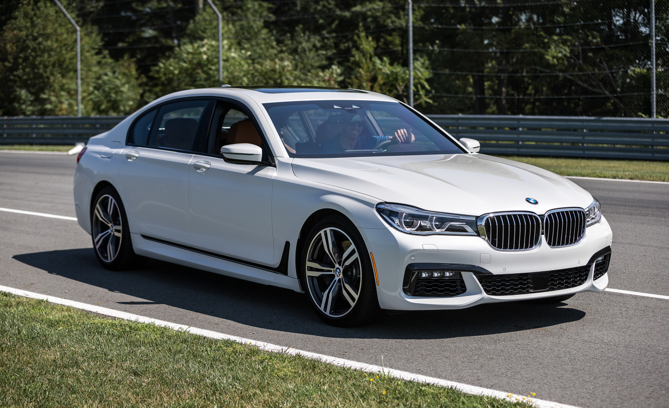 2016 bmw 750i xdrive white exterior 8388 cars performance reviews and test drive. Black Bedroom Furniture Sets. Home Design Ideas