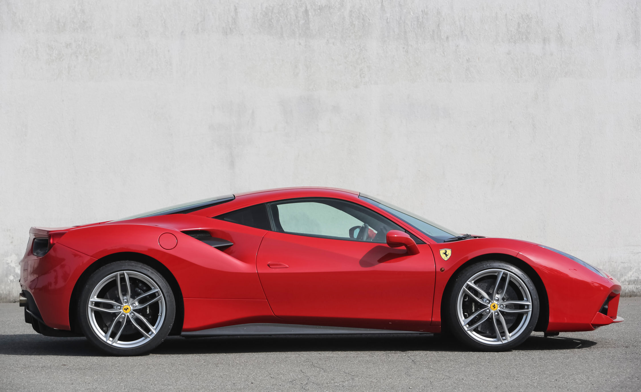2016 Ferrari 488GTB Exterior Full Side Right
