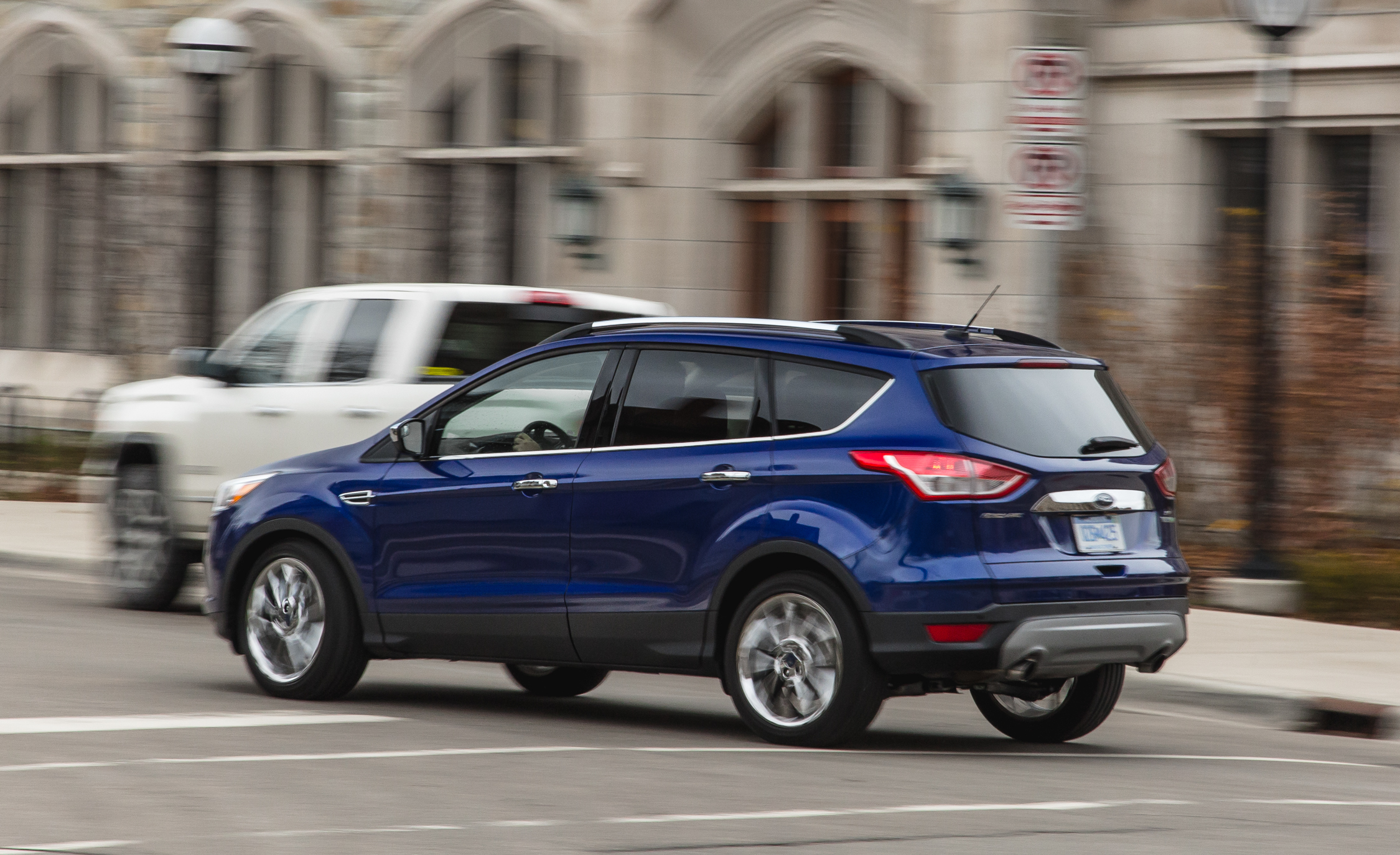2016 ford escape ecoboost se test side and rear view 8217 cars performance reviews and test. Black Bedroom Furniture Sets. Home Design Ideas