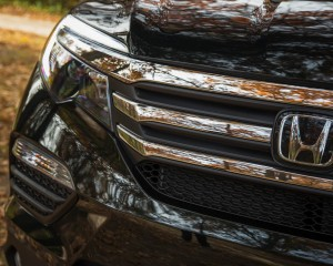 2016 Honda Pilot EX FWD Exterior Grille and Badge