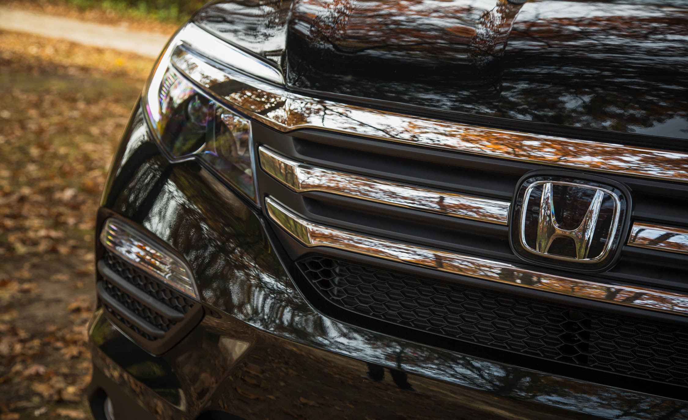 2016 Honda Pilot EX FWD Exterior Grille and Badge