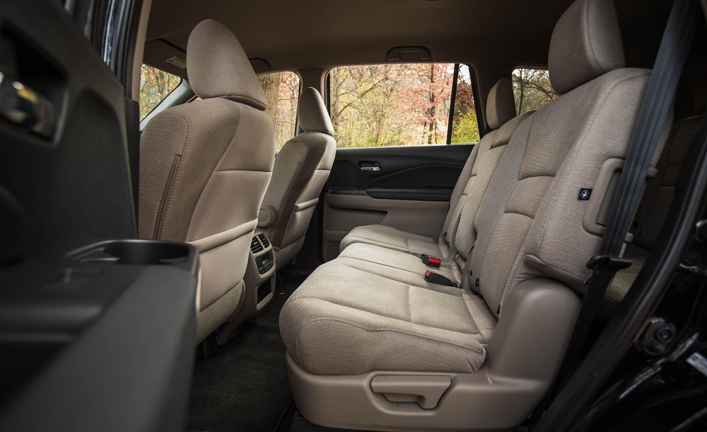 2016 honda pilot ex fwd interior 2nd row 9007 cars. Black Bedroom Furniture Sets. Home Design Ideas