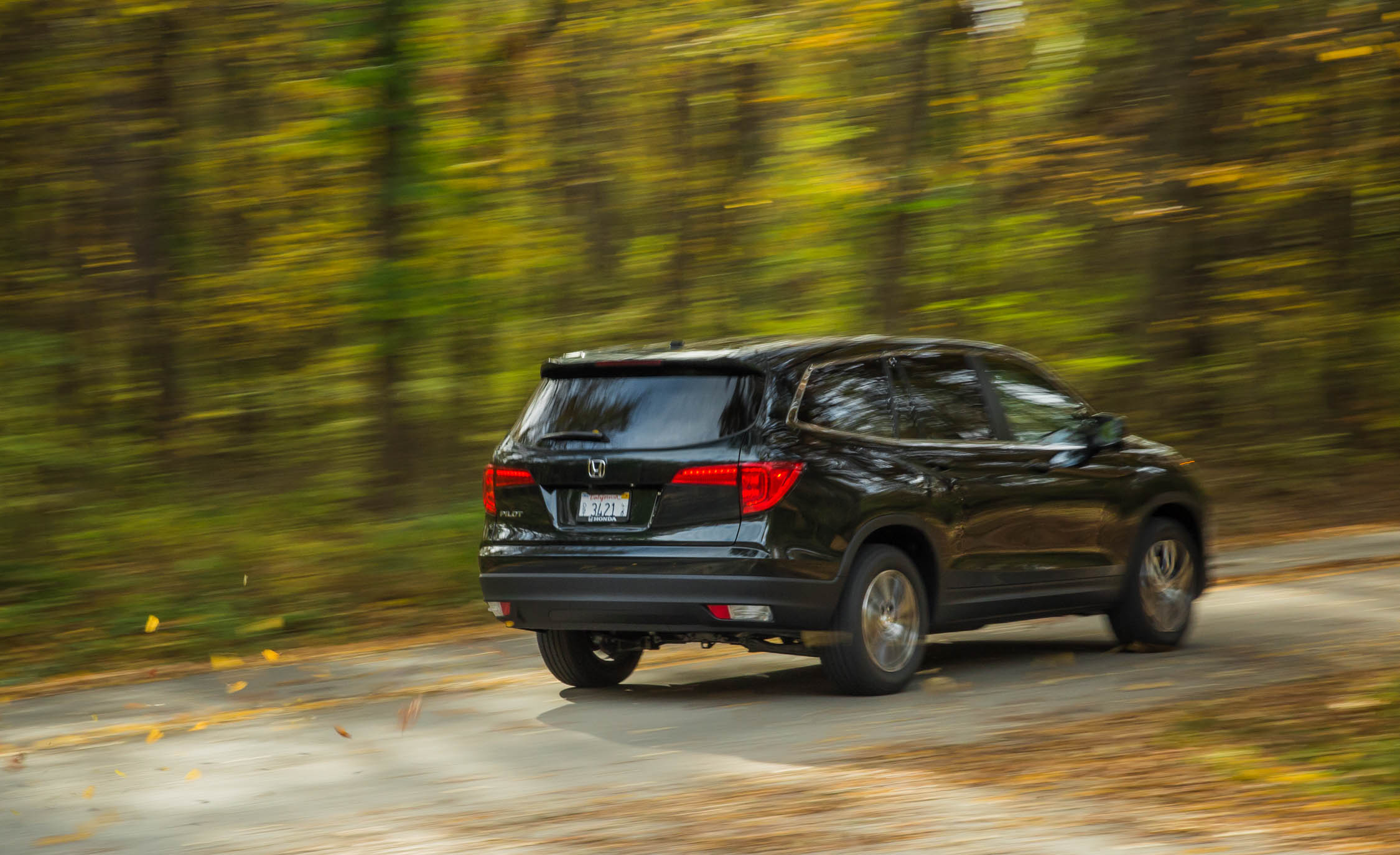 2016 Honda Pilot EX FWD Test Rear and Side View