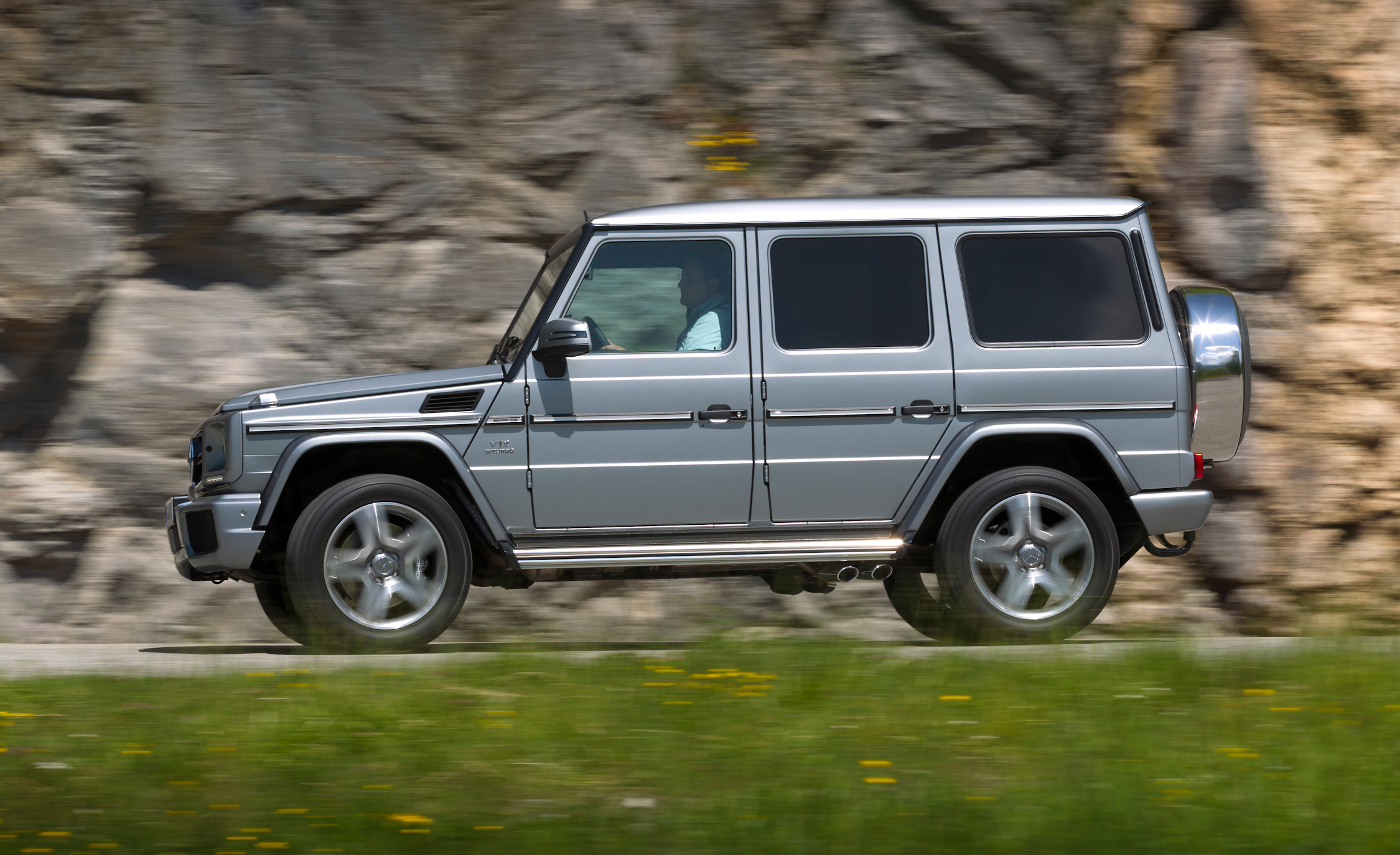 2016 Mercedes-Benz G65 AMG Test Side View