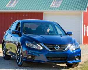 2016 Nissan Altima Exterior Front and Side