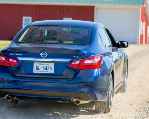 2016 Nissan Altima Exterior Rear and Side