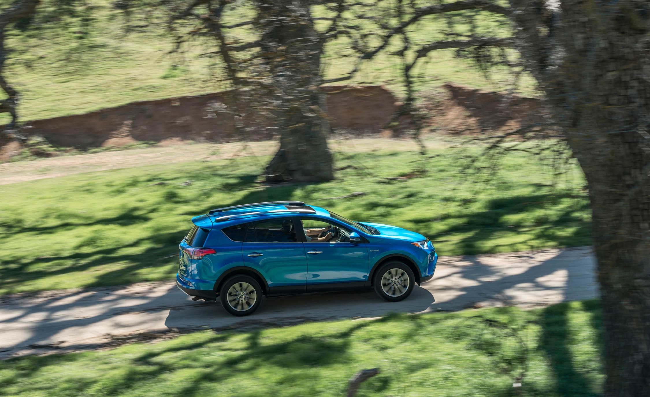 2016 Toyota RAV4 Hybrid Test Top View
