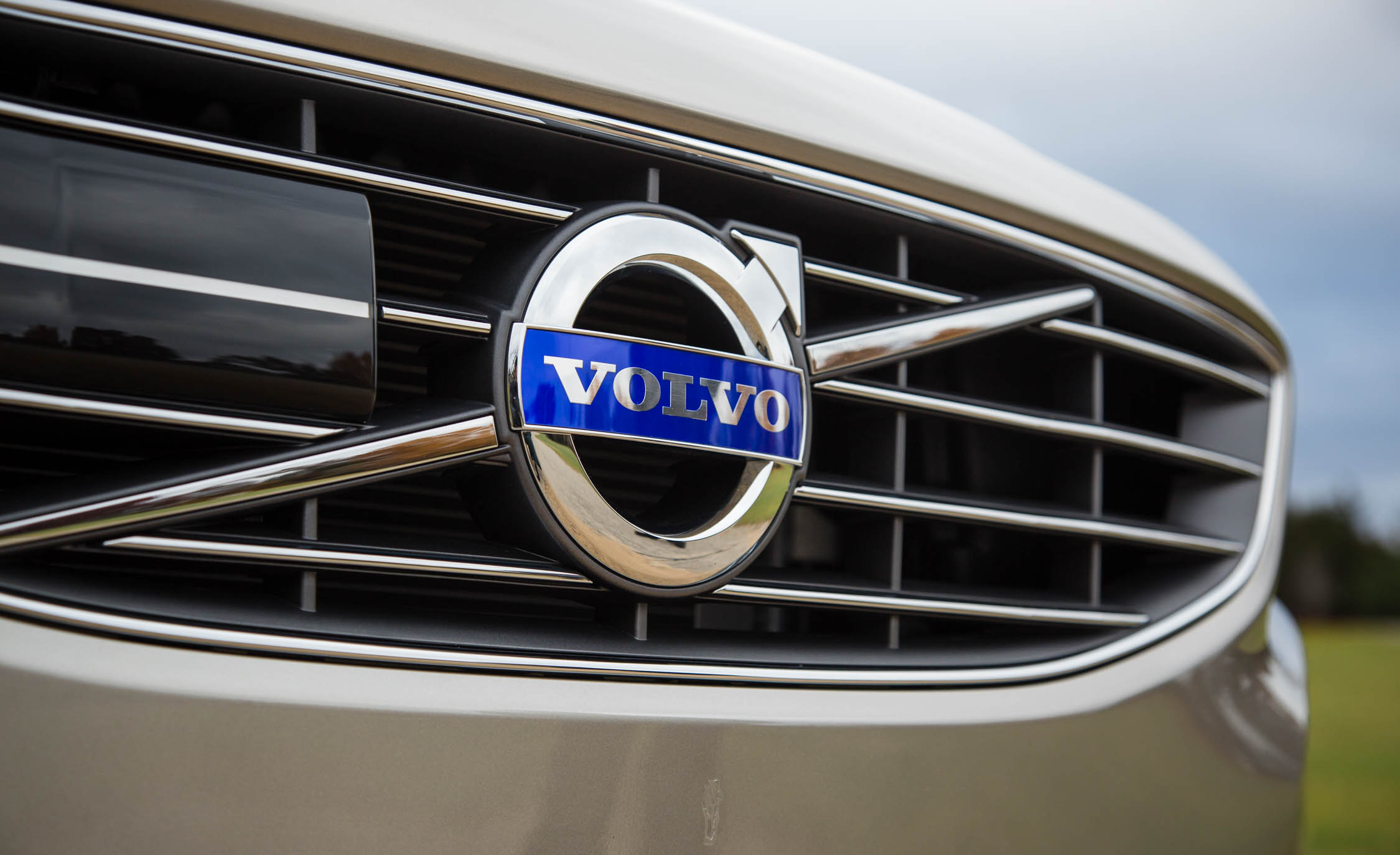 2016 Volvo S60 T5 Inscription Exterior Badge Front