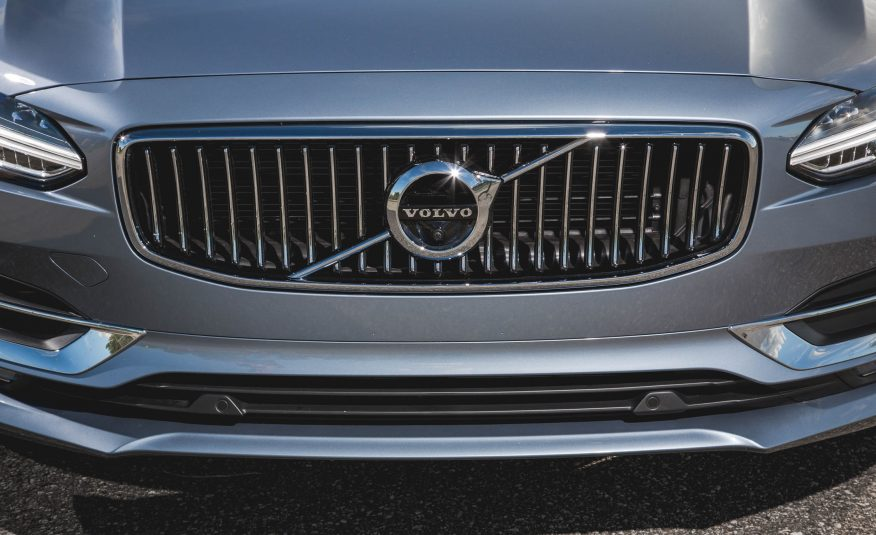 2017 Volvo s90 Grille View