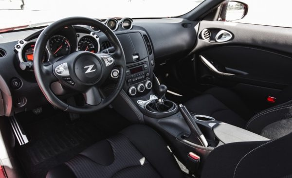2017 Nissan 370Z dashboard