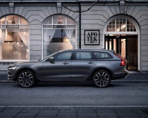 2017 Volvo V90 Cross Country Side View