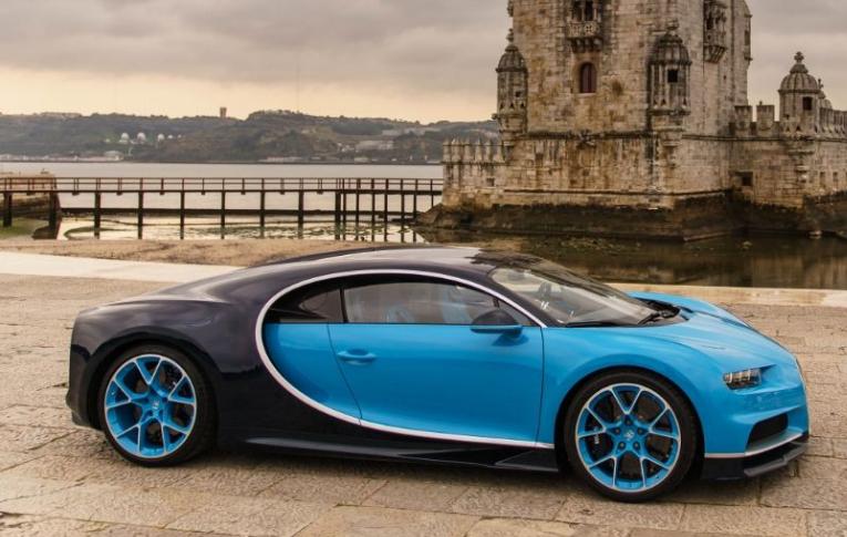 2017 Bugatti Chiron Side View