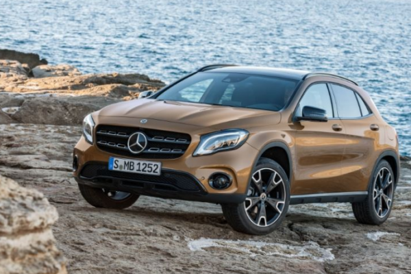 2018 Mercedes Benz GLA Class side