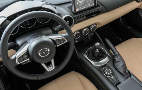 2017 Mazda MX-5 Miata steering review interior