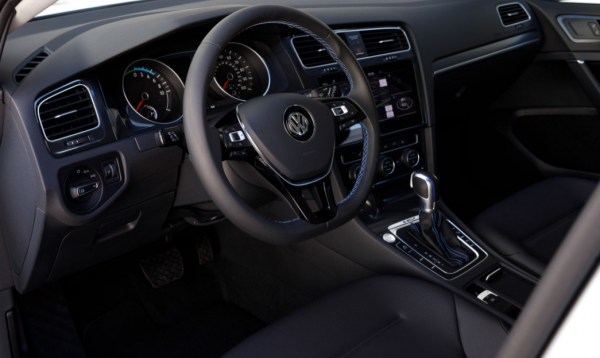 2017 Volkswagen e-Golf Interior steering review