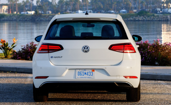 2017 Volkswagen e-Golf rear review