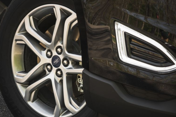 2017 Ford Edge Wheels View