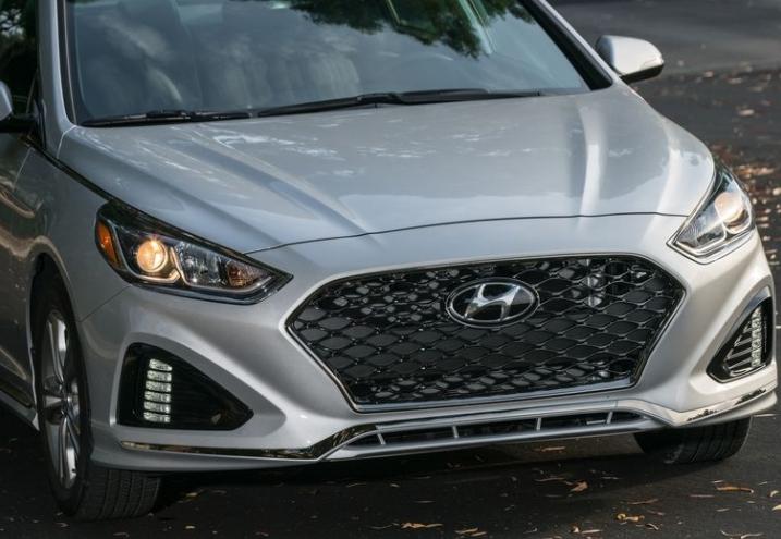 2018 Hyundai Sonata Front Headlights View
