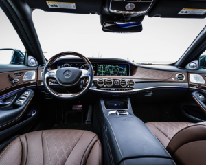 2017 Mercedes-Maybach steering wheel dashboard review