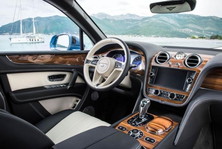 2018 Bentley Bentayga Dashboard View