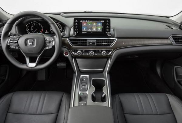 2018 Honda Accord dashboard review