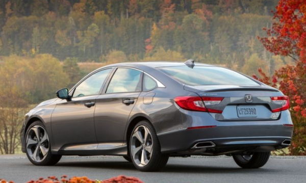 2018 Honda Accord rear review