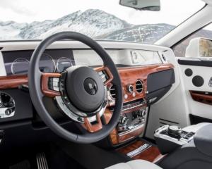 2018 Rolls Royce Phantom VIII dashboard review