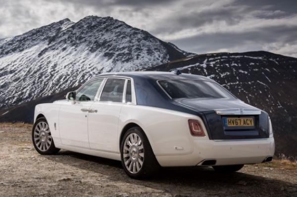 2018 Rolls Royce Phantom VIII rear review