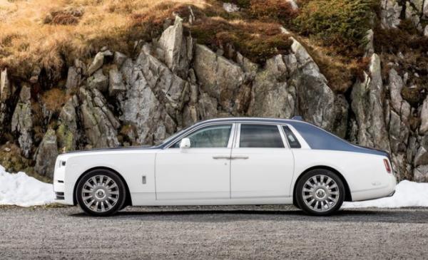 2018 Rolls Royce Phantom VIII side review