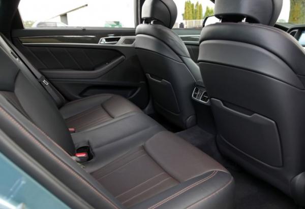 2018 Genesis G80 seats review