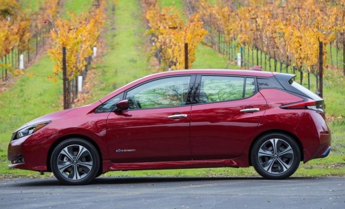 2018 Nissan Leaf Side View