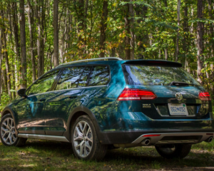 2018 Volkswagen Golf Alltrack Rear Side View