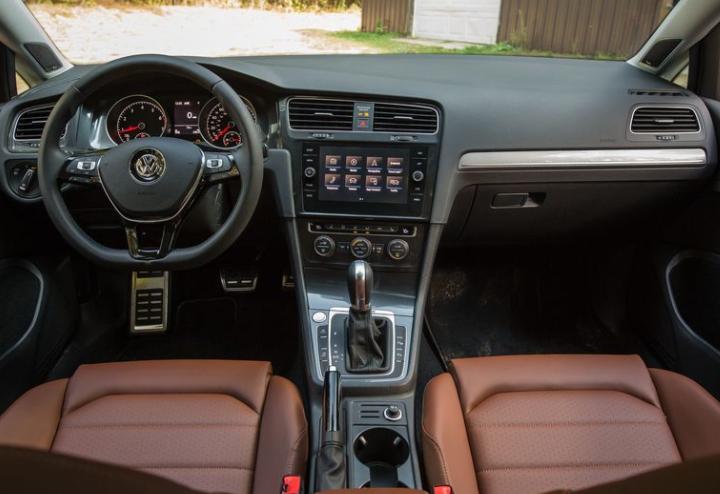 2018 Volkswagen Golf Alltrack Steering Dashboard View