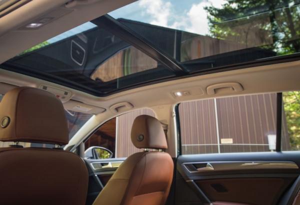 2018 Volkswagen Golf Alltrack sunroof review