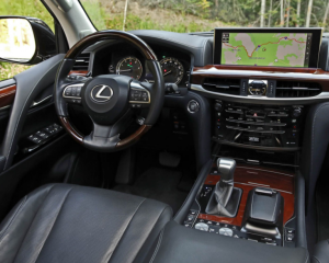 2018 Lexus LX570 dashboard review