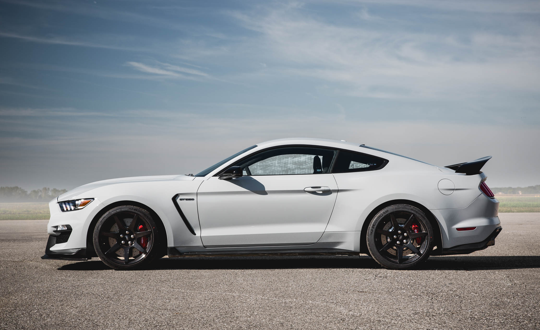 2016-Ford-Mustang-Shelby-GT350R-Exterior
